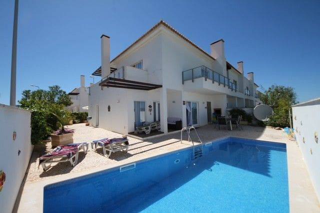 3 Bedrooms Villa in Burgau