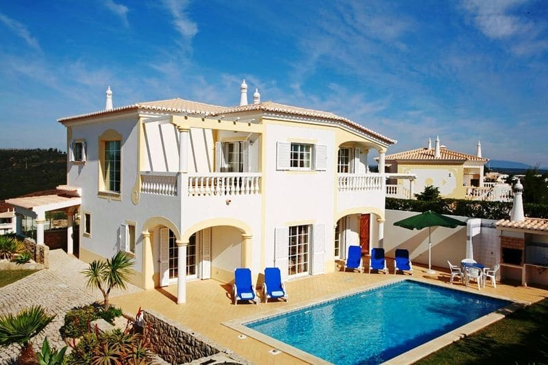 4 Bedrooms Villa in Parque da Floresta
