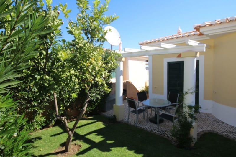 2 Bedrooms Villa in Monte Lemos