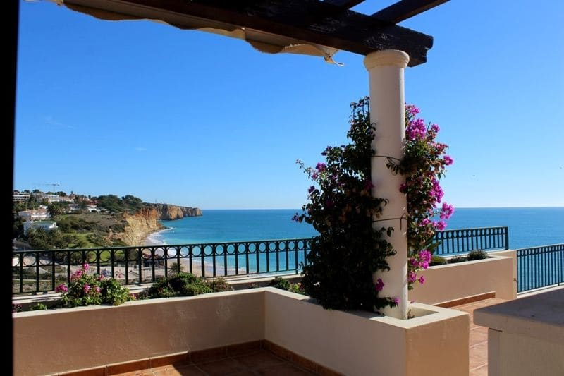 4 Bedrooms Villa in Porto de Mós