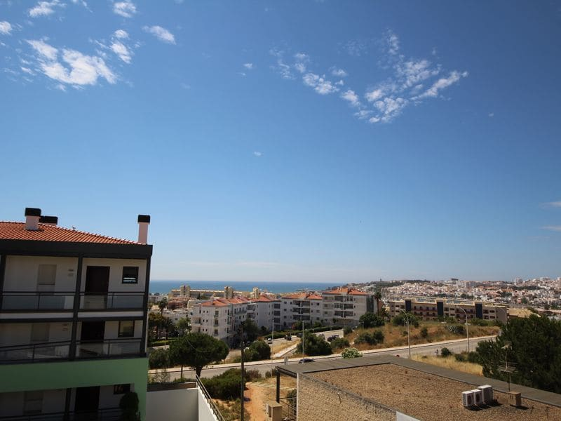 3 Bedrooms Apartment in Meia Praia