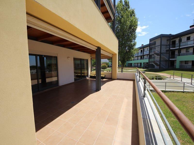 3 Bedrooms Apartment in Meia Praia