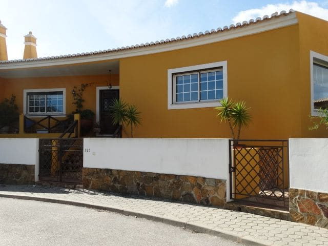 4 Bedrooms Villa in Cerro das Mós
