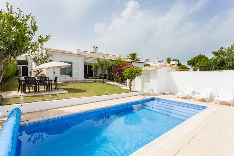 3 Bedrooms Villa in Santo Amaro