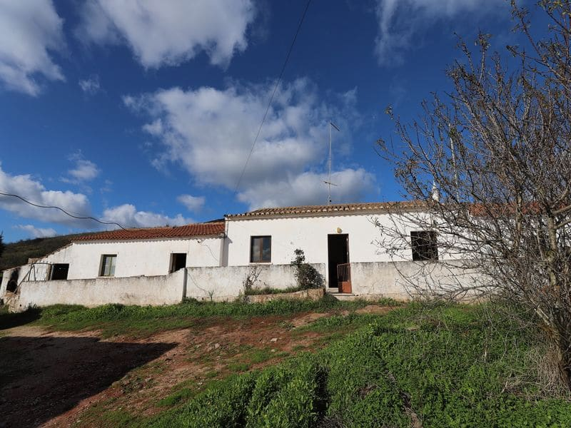 2 Bedrooms Villa in Monte Ruivo