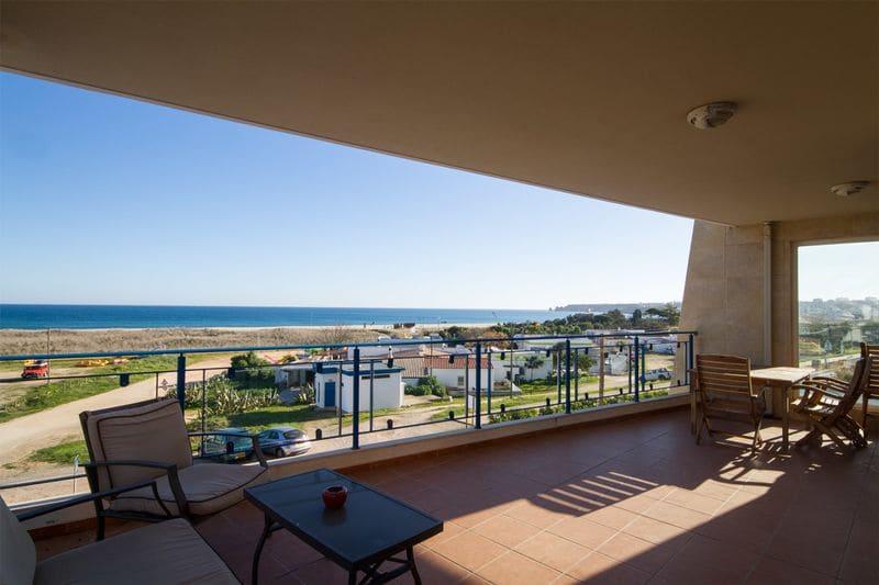 2 Bedrooms Apartment in Meia Praia