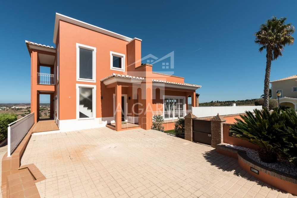 Beautiful 3 Bedroom Villa in a fabulous location.